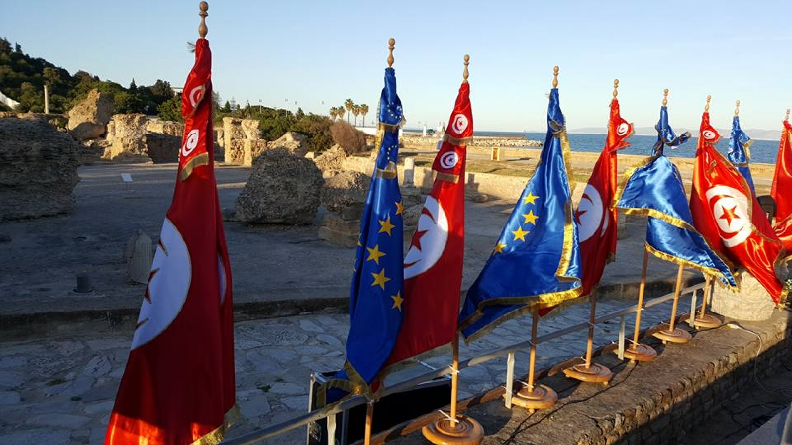 EU-Tunisia flags