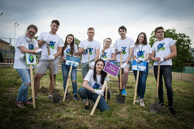 YEAs plant roses in Moldova for World Environment Day