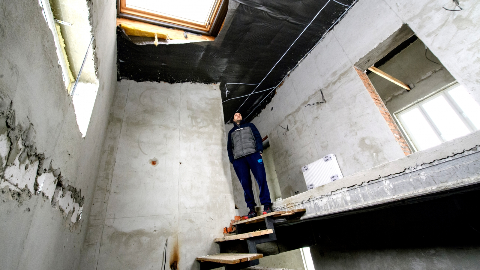 Olexiy Khorosh, a participant of the IQ energy programme has insulated the roof of his house in Chaiky, Ukraine according to the EU standards.