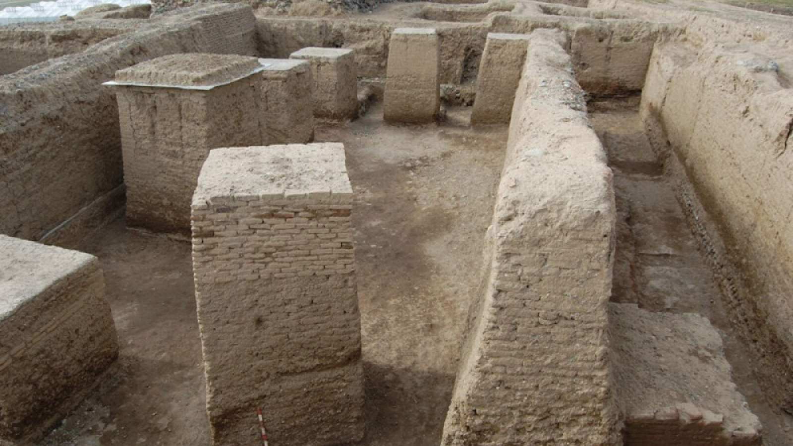 Excavations of the Achaemenid palace of the 5th century BC. on the territory of Shamkir (Photo: AzerTAc)