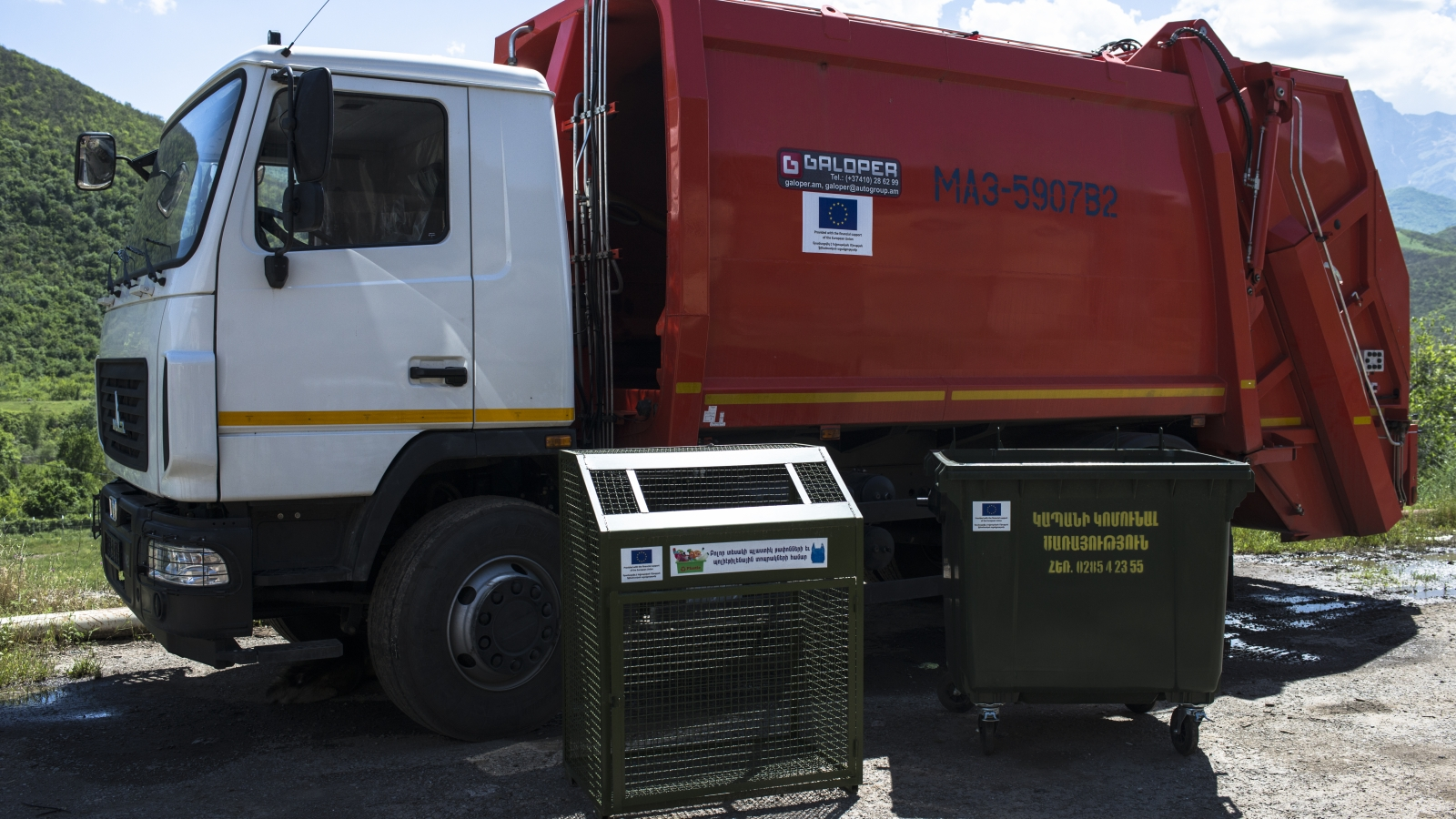 New trash bins and trash car for Kapan city, provided with the financial support of the European Union (May, 2018)