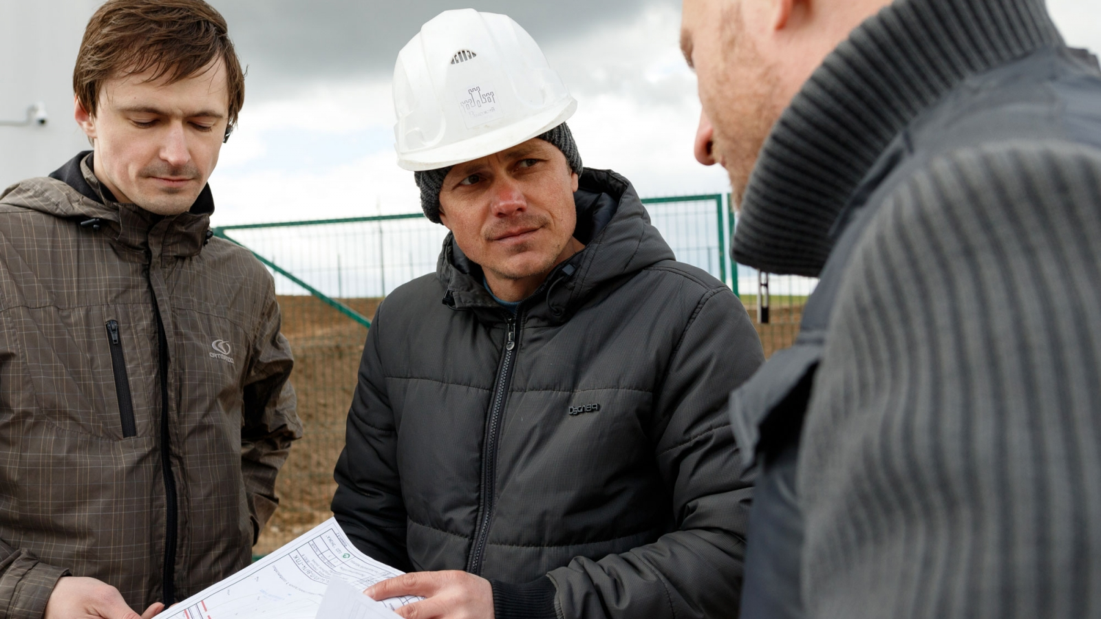 Engineers discussing works at the wind farm in Navahrudak, Belarus.