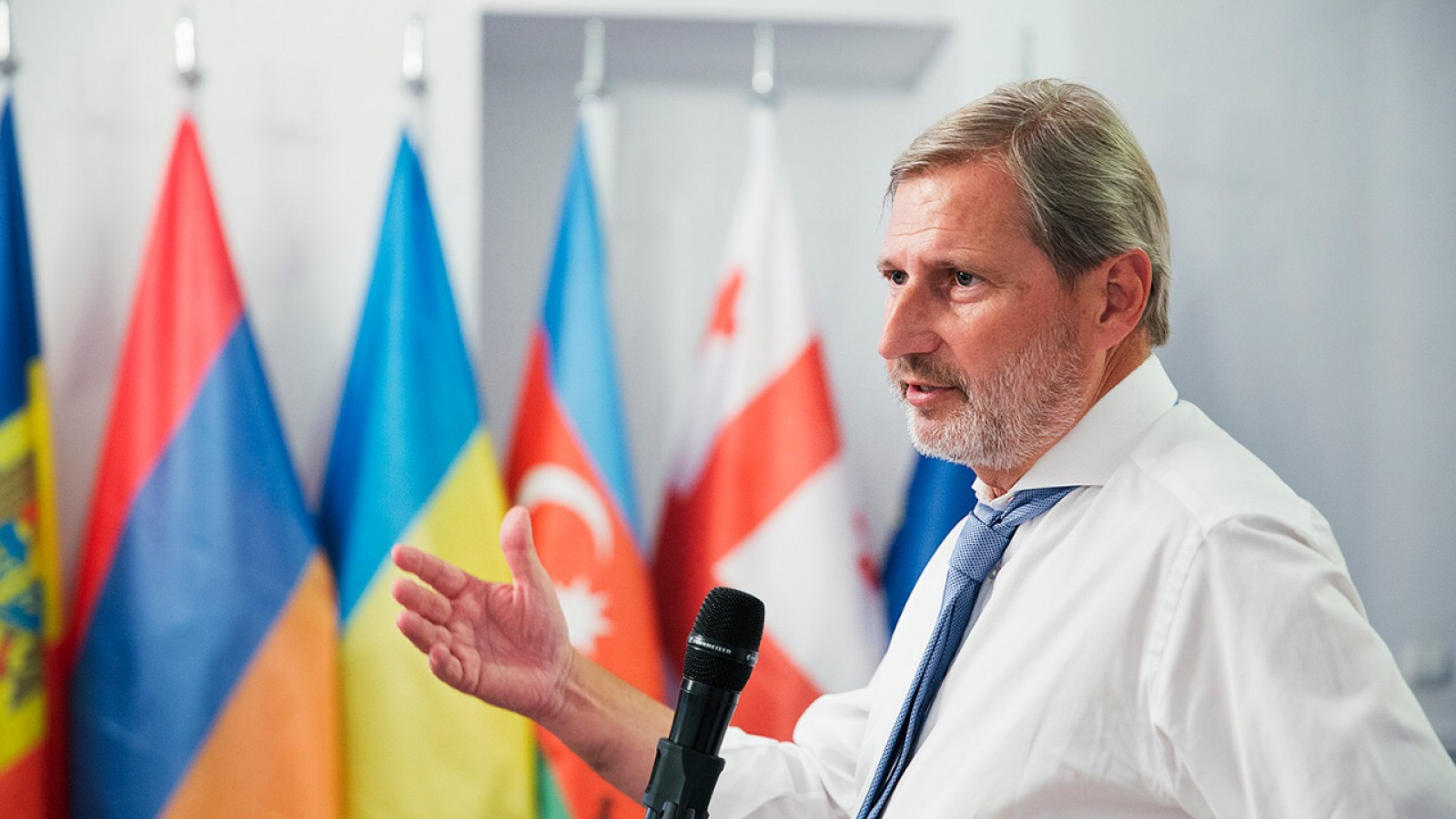 Johannes Hahn at the opening of the Eastern Partnership European School in Tbilisi, Georgia on 4 September 2018