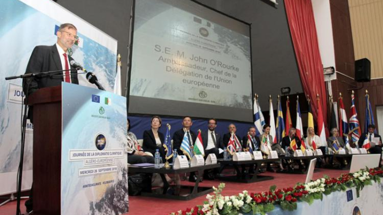 The European diplomacy at the bedside of the climate in Algiers