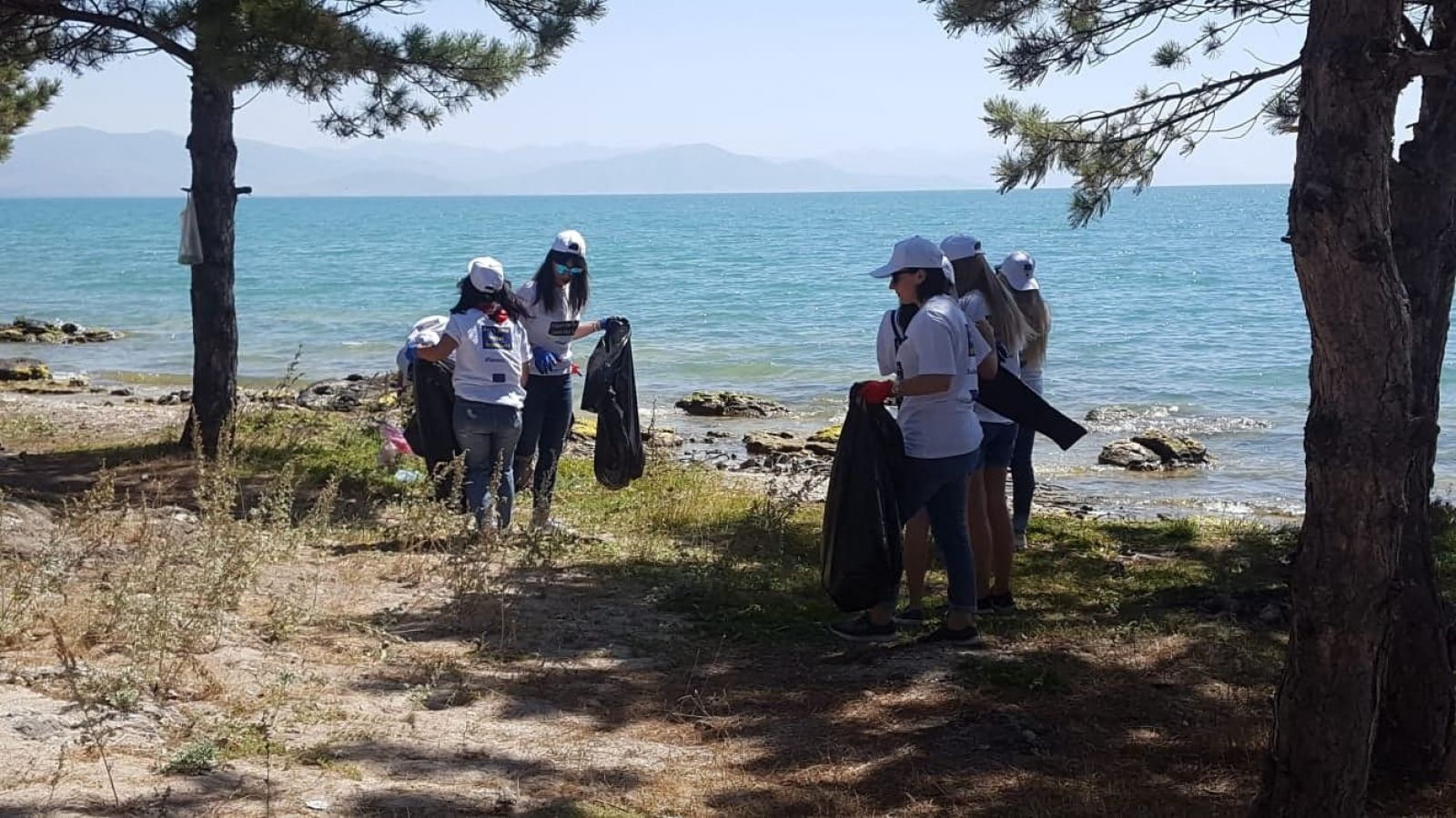 Armenian Youth Joined Beach Clean Up