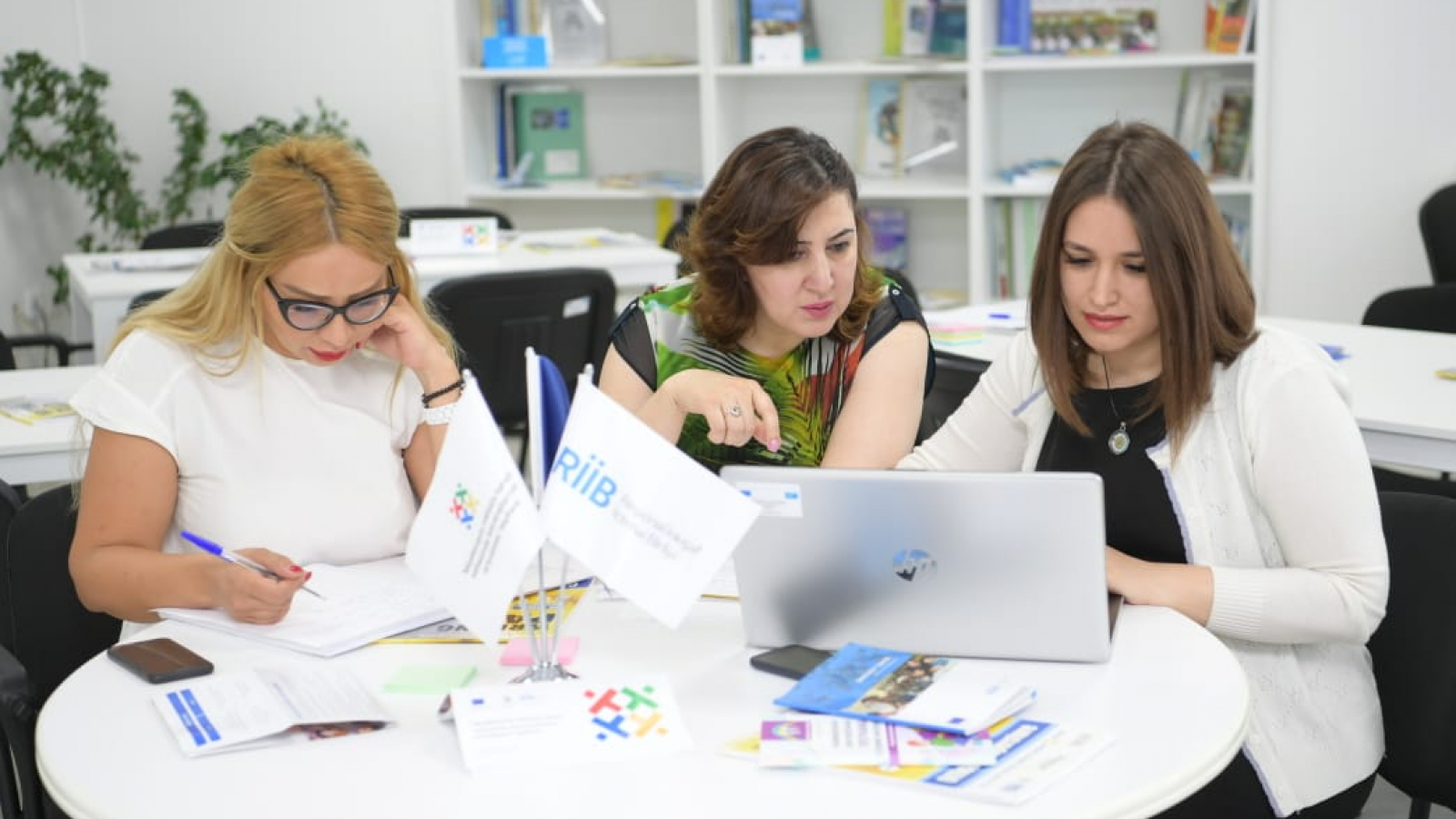 Gulshan Eminova (middle), senior lecturer at the State Pedagogical University of Azerbaijan